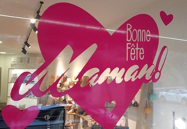 Adhésif fêtes des mères pour la boutique VERSO à Ile Rousse par l'équipe PANO Bastia