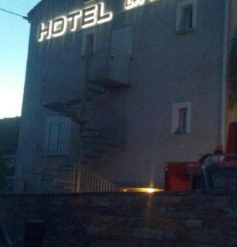 Enseigne lumineuse réalisée et posé à l'hôtel la Palma à Patrimonio par l'équipe PANO Bastia!