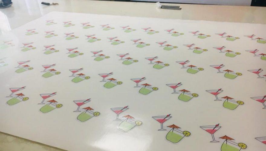 Impression de stickers pour une jeune créatrice Corse : Léa Maurizi Illustration de Bastia Par l'équipe PANO Corse Régipub à Biguglia