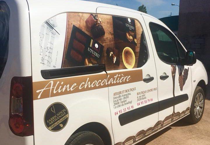Création de visuels selon l'identité visuelle de Aline Chocolatiere (Furiani-Bastia) et flocage de son véhicule par l'équipe Pano Bastia (Corse)