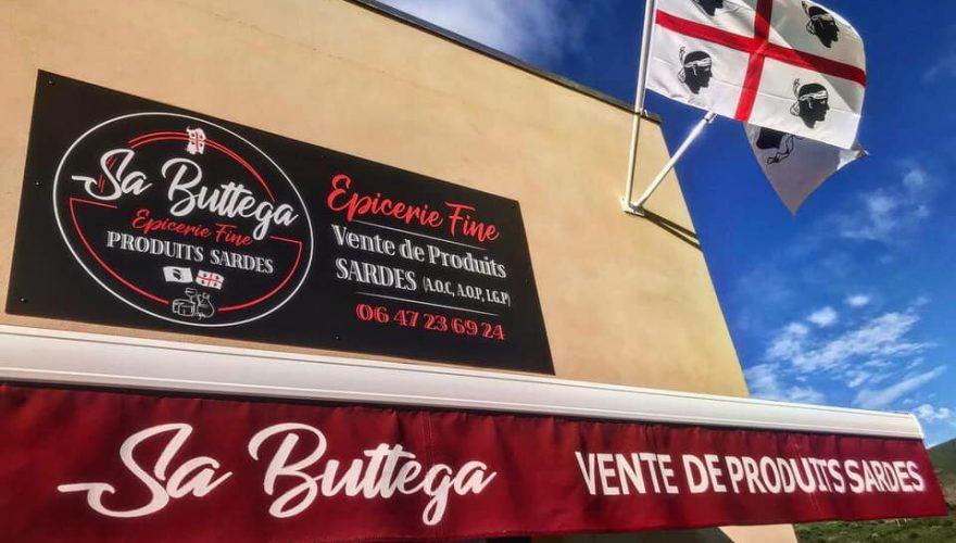 Réalisation d'enseigne et fourniture d'un porte-drapeau pour Sa Buttega à Lozari par l'équipe Pano Bastia