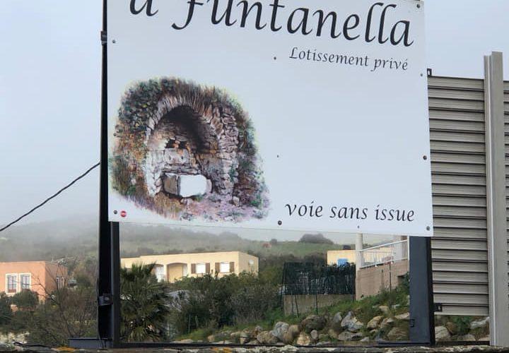Pose d'adhésif sur panneau pour le lotissement A Funtanella par notre équipe Pano Bastia Corse