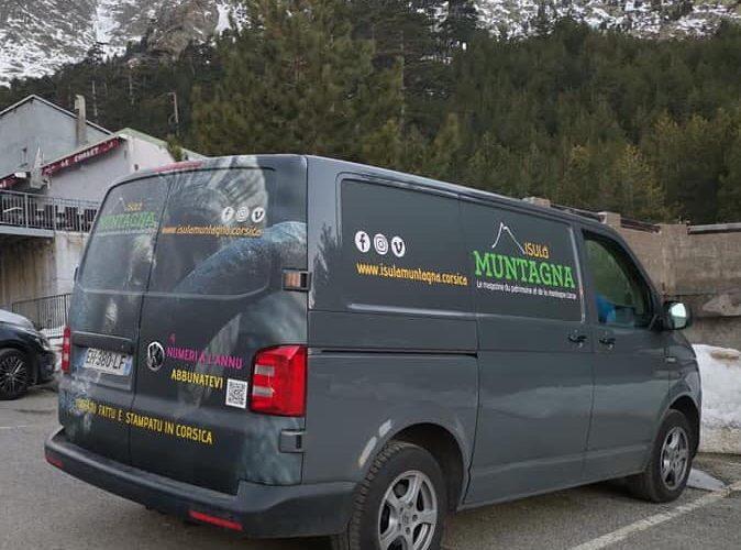 Flocage de véhicule pour le ISULA Muntagna Magazine! Par l'équipe PANO Bastia