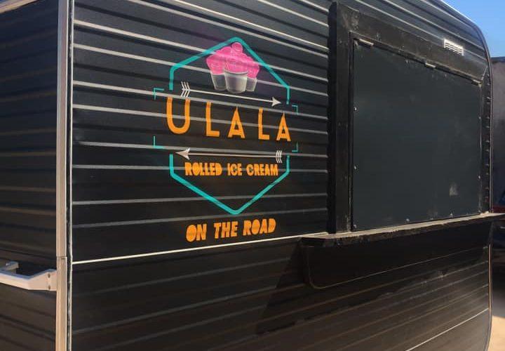 Décoration adhésive en découpe et numérique pour le foodtruck glacier ULALA Roll ice cream Corsica par l'équipe PANO Bastia🍦🔴